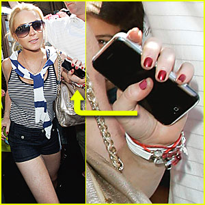 Lindsay Lohan Gets iPhone Buzz Going
