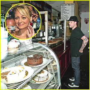 Nicole Richie Satisifes Her Pregnancy Cravings