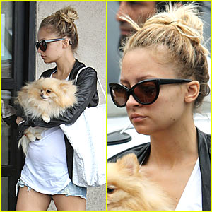 Photo of Nicole Richie & her Dog Lara