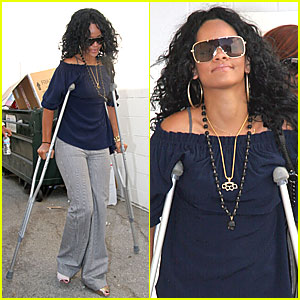 Rihanna is on Crutches!