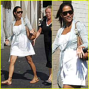 Halle Berry Goes Baby Superstore Shopping