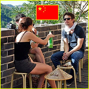 Josh Hartnett Visits the Great Wall