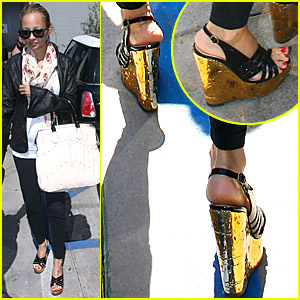 Nicole Richie: Pregnant and in High Heels