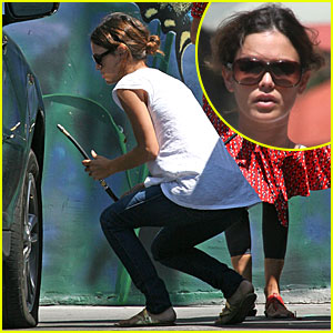 Rachel Bilson is a Flat Tire Fixer