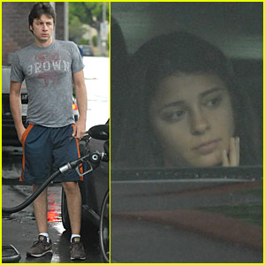 Shiri Appleby & Zach Braff Flirt... at the Gas Station