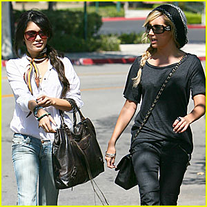 Ashley 'n Vanessa: Shopping in Valencia