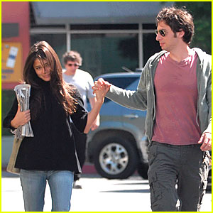 Zach Braff & Shiri Appleby Hold Hands