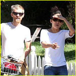Sandra Oh with Single Andrew Featherston