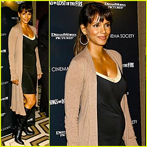 Pregnant Halle Berry Hits the Red Carpet