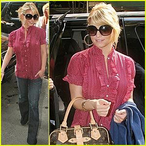 Jessica Simpson Goes Apartment Hunting