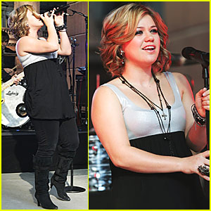Kelly Clarkson Makes the Sunrise