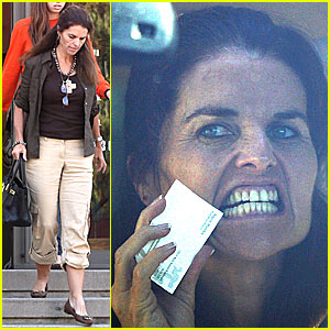 Maria Shriver Picks Her Teeth in Public