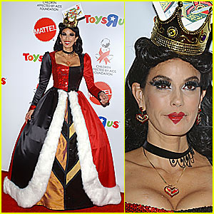 Teri Hatcher is the Queen of Hearts