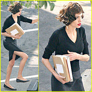 Angelina Jolie Wigs Out