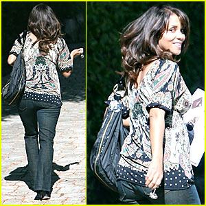 Halle Berry: 6-Months-Pregnant and Loving It!