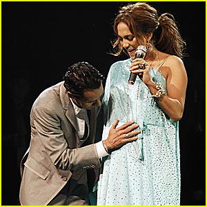 Jennifer Lopez Announces Pregnancy