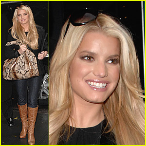 Jessica Simpson is Smilin' in the Rain