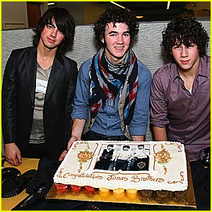 The Jonas Brothers Go Gold!