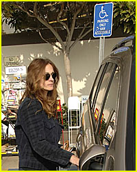 Julia Roberts Uses Handicapped Parking