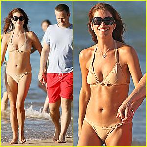 Kate Walsh Flaunts Her Bikini Body