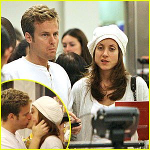Kate Walsh's Grocery Shopping Smooch