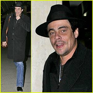 Benicio Del Toro @ LAX airport