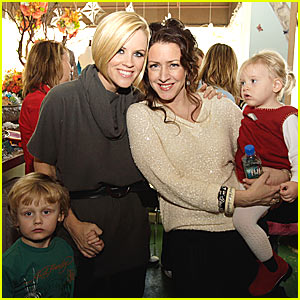 Jenny McCarthy Gets in a Treehouse