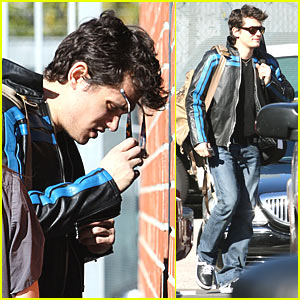John Mayer Plays With The Blue Stripes