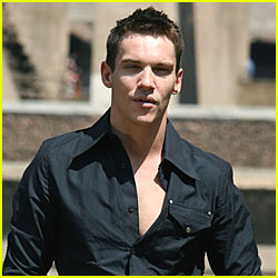 Jonathan Rhys Meyers is Off the Hook