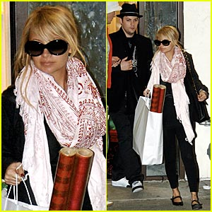 Nicole Richie is All Wrapped Up