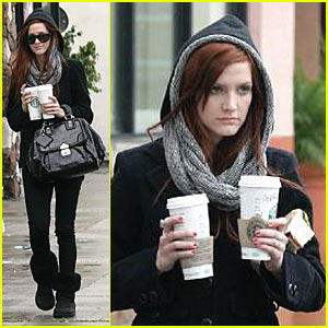 Ashlee Simpson Goes to the Emergency Room