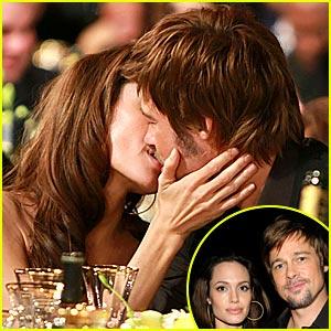 Brad & Angelina's SAG Smooch