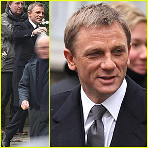 Daniel Craig Films 'Bond 22'