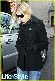 Gwyneth Paltrow Checks Out of Hospital