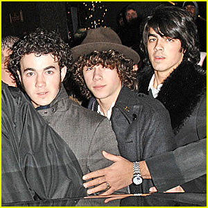 Jonas Brothers' First Flight of 2008