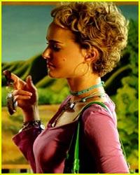 Natalie Portman Stuffs Her Bra?
