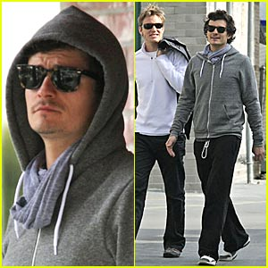 Orlando Bloom: Doggie Bag It!