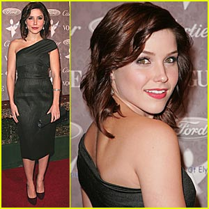 Sophia Bush Supports The Art of Elyisum