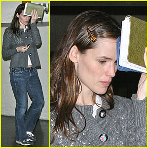 Jennifer Garner Goes Back To School