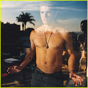 Ryan Phillippe is Shir...