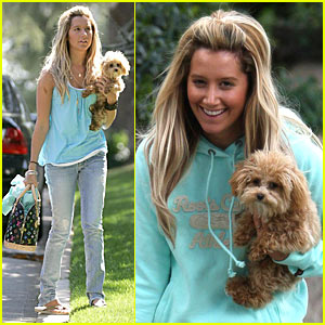 Ashley Tisdale: Mommy, Maui and Me