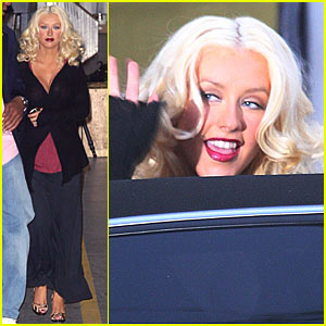 Christina Aguilera is a Smashbox Stunner