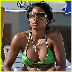 Kelly Rowland Admits to Breast Implants