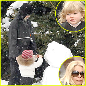 Claudia Schiffer's Daughter is a Ski Bunny