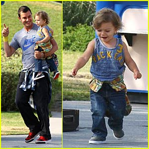 Gavin and Kingston Rossdale Love Music