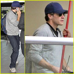 Jake Gyllenhaal Hides Away