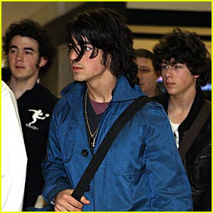 Jonas Brothers: London to LAX