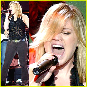 Kelly Clarkson Goes Dutch