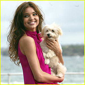 Miranda Kerr: Hot Dog!