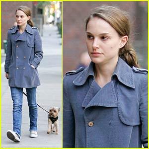 Natalie Portman Dogs Her Dog